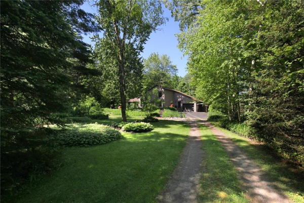 556 HILLCREST Road, Simcoe