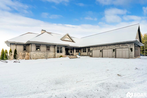 9365 91 County Road, Duntroon