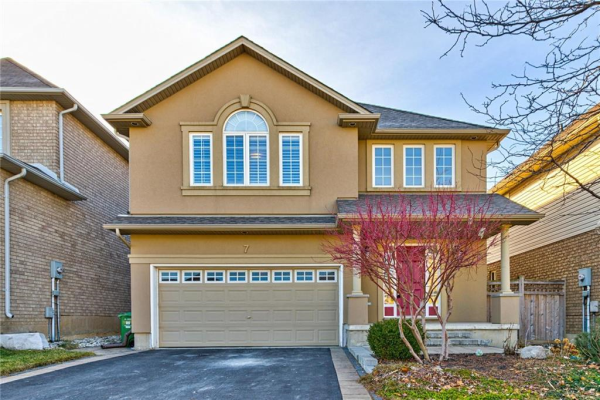 7 CAMP Drive, Ancaster