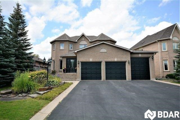 8 Stroud Place, Barrie