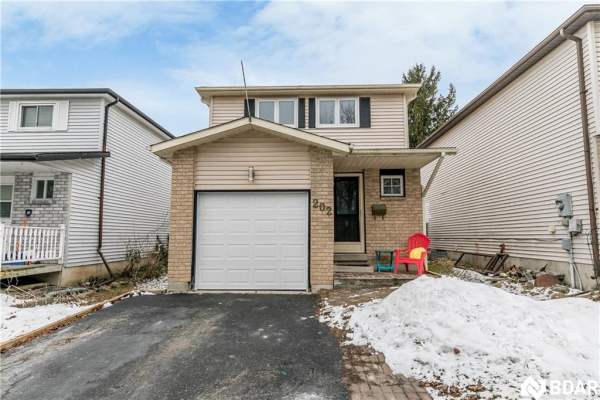 202 Hickling Trail, Barrie