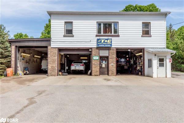 856 HORSESHOE VALLEY Road, Coldwater