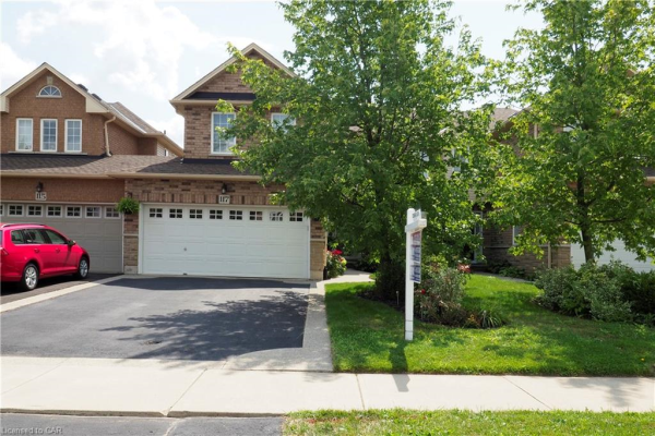 117 THOROUGHBRED Boulevard, Ancaster