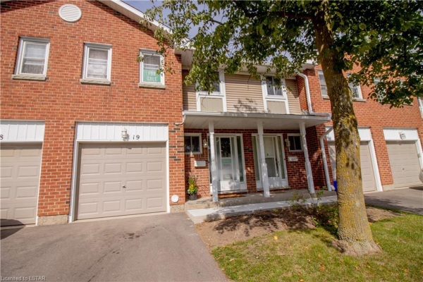 210 HIGHLAND Crescent, Kitchener