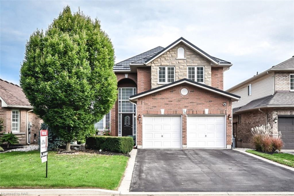 13 HICKORY Crescent, Grimsby