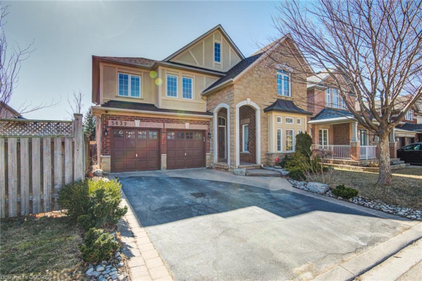 5439 VALLEYHIGH Drive, Burlington