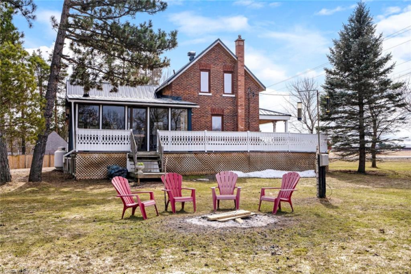 1697 6 COUNTY Road, Springwater