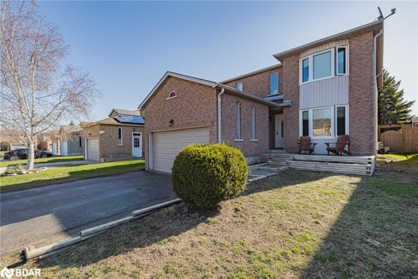 5 CARRUTHERS Crescent, Barrie