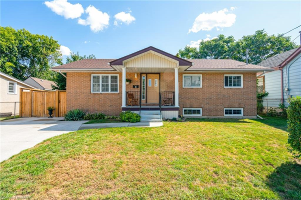 18 GREENLAW Place, St. Catharines