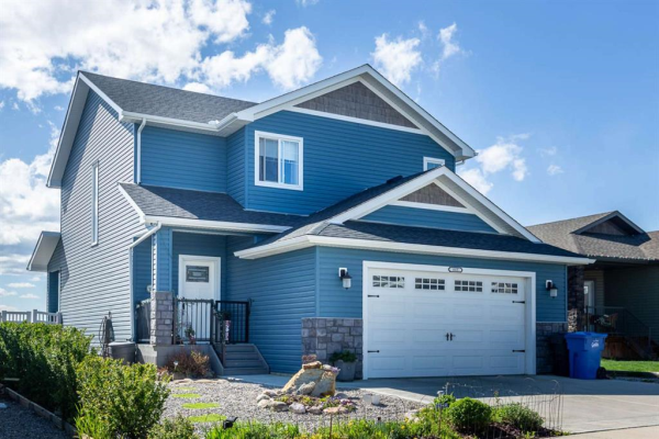 665 West Highland Crescent, Carstairs