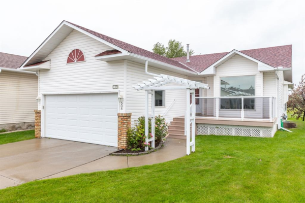 508 WOODSIDE Drive, Airdrie