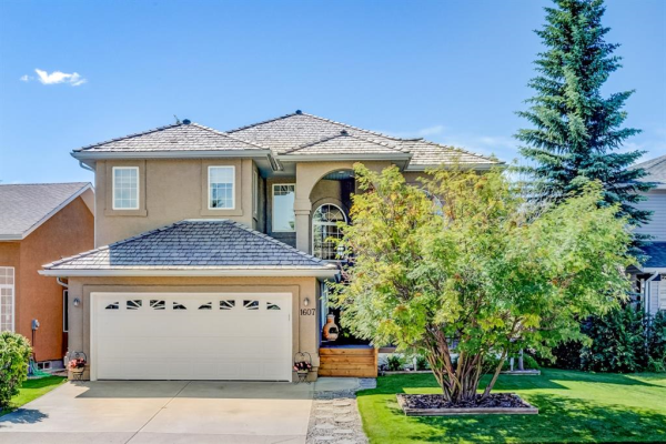 1607 WOODSIDE  Boulevard NW, Airdrie