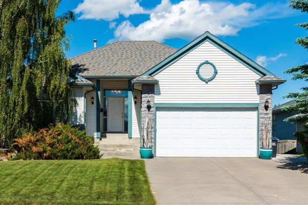 40 Bow Meadows Drive, Cochrane