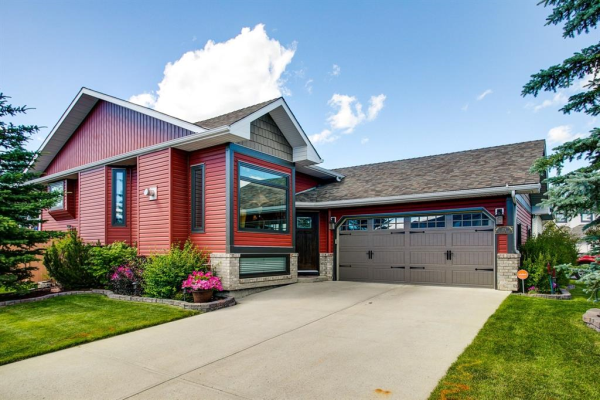 179 WOODSIDE  Road NW, Airdrie