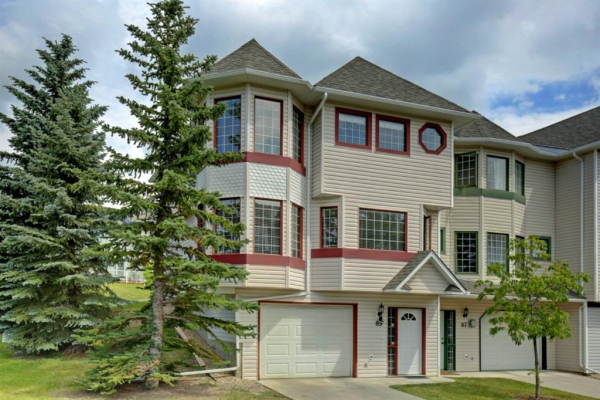 89 PROMINENCE View SW, Calgary