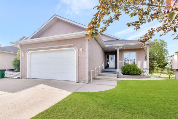 144 Lakeside Greens Drive, Chestermere
