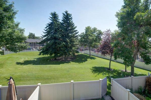 554 Queenston Gardens SE, Calgary
