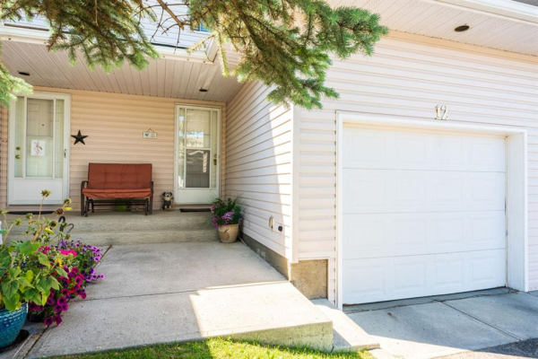 604 GRIFFIN Road W, Cochrane