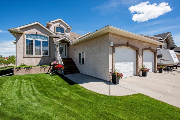 9 Lake Ridge, Olds