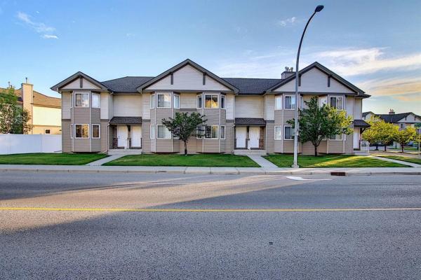 116 ROYAL BIRCH Villas NW, Calgary