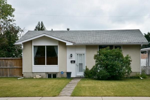 5752 LODGE Crescent SW, Calgary
