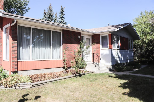 308 FIRST Avenue, Strathmore