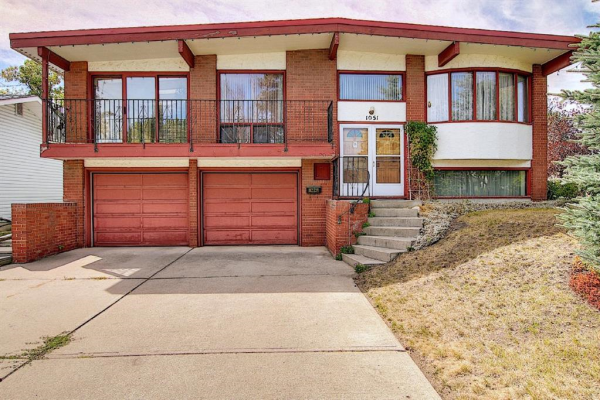 1051 LAKE TWINTREE Drive SE, Calgary