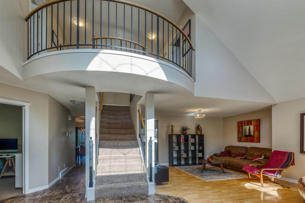 105 West Lakeview Drive, Chestermere