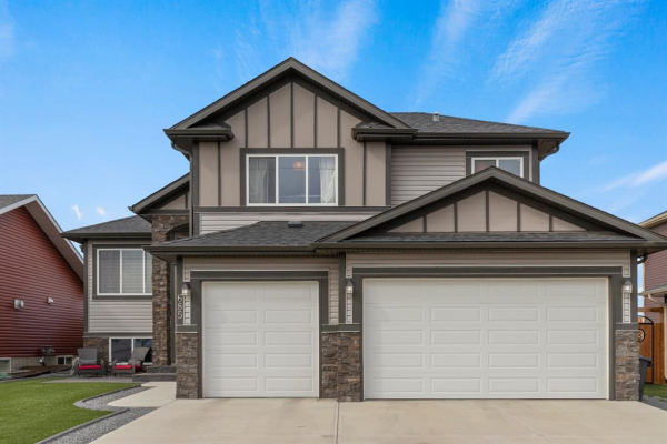 685 West Highland Crescent, Carstairs