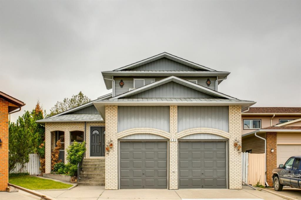 131 SANDSTONE Place NW, Calgary