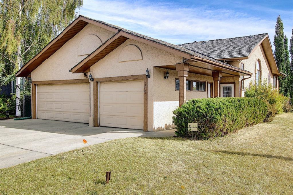305 Lakeside Greens Crescent, Chestermere