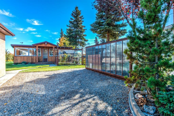 578 West Chestermere Drive, Chestermere