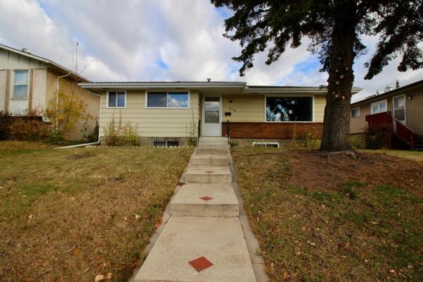 216 78 Avenue NE, Calgary