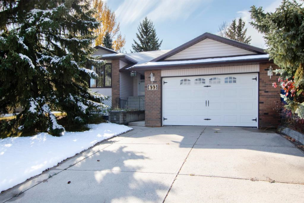 633 Wallace Drive, Carstairs