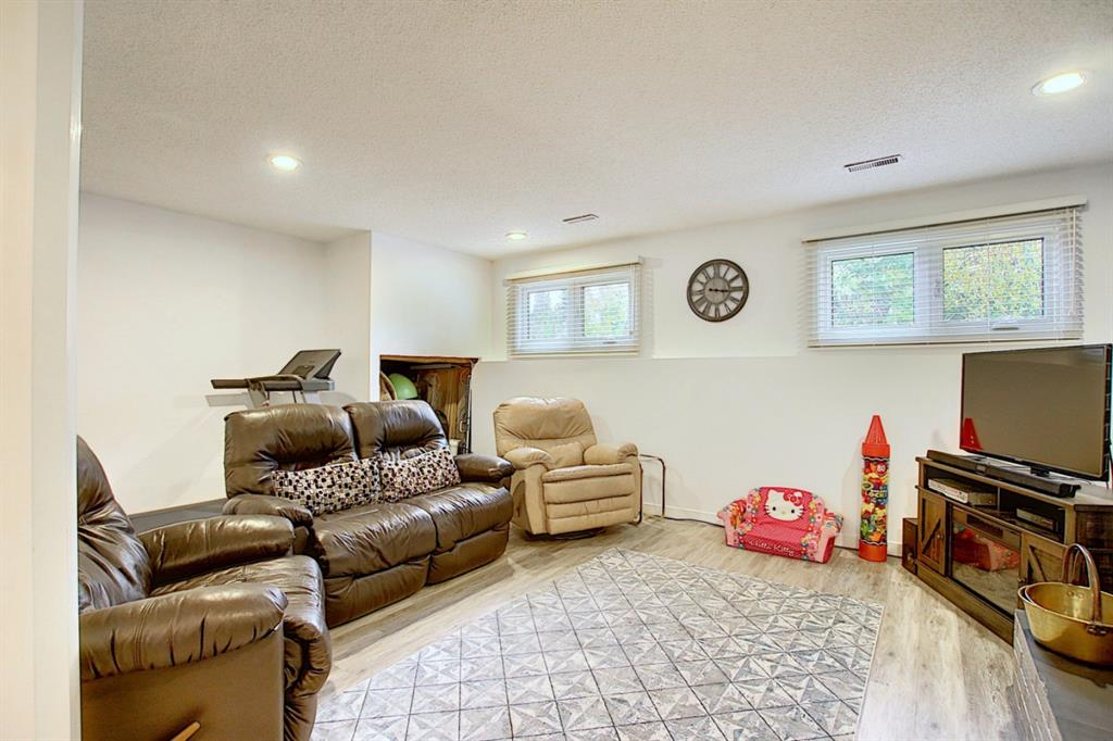Listing A1042241 - Large Photo # 36