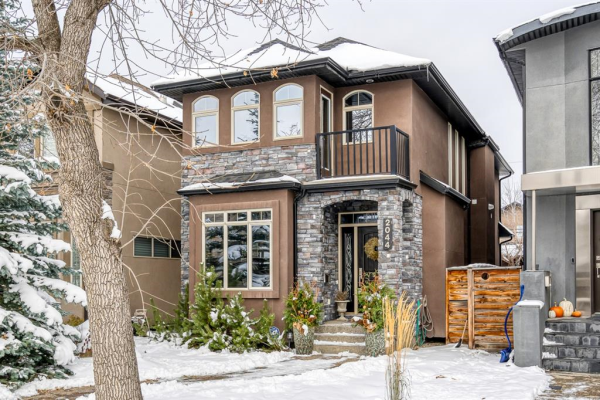 2044 49 Avenue SW, Calgary