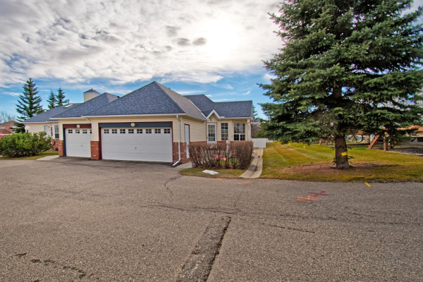 12 Woodside Rise NW, Airdrie