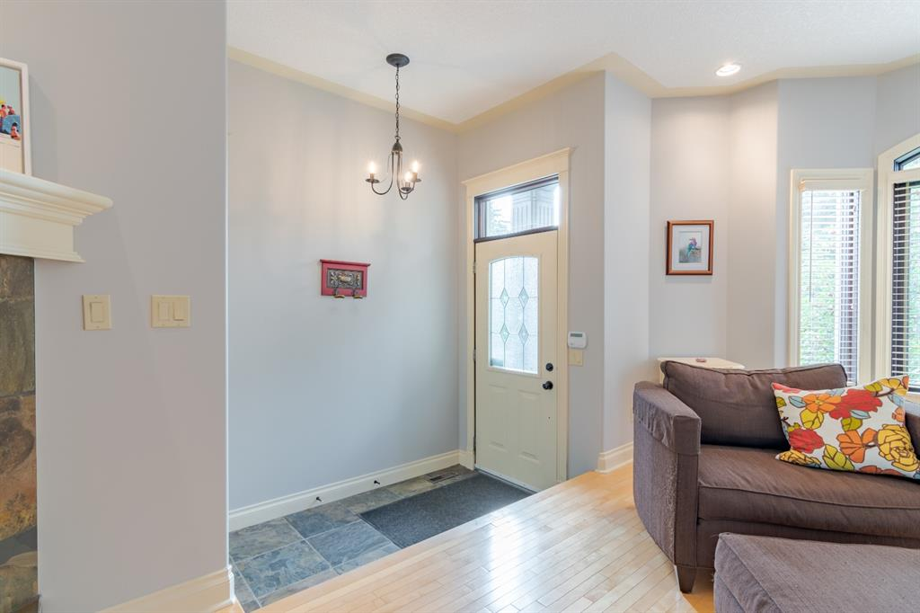 Listing A1047232 - Thumbmnail Photo # 8