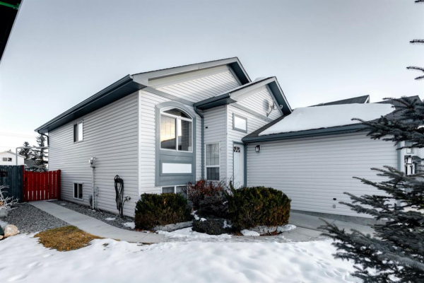 71 Canoe Close SW, Airdrie
