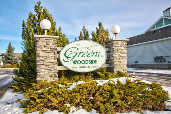 1008 Woodside Way NW, Airdrie