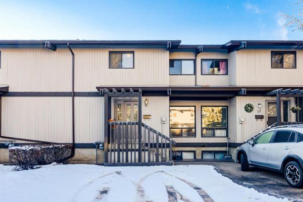 2210 Oakmoor Drive SW, Calgary