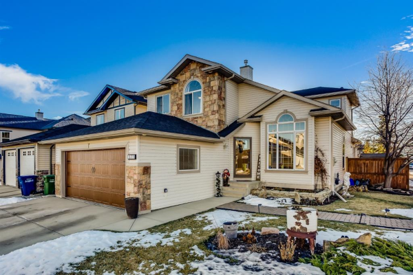 577 Fairways Crescent NW, Airdrie