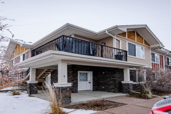 35 West Coach Manor SW, Calgary