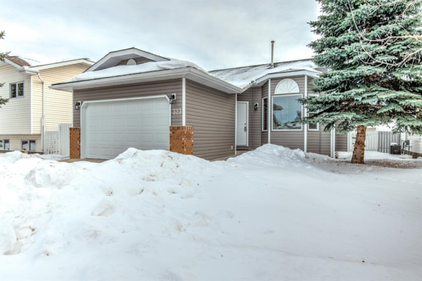 323  MAPLE TREE Way, Strathmore