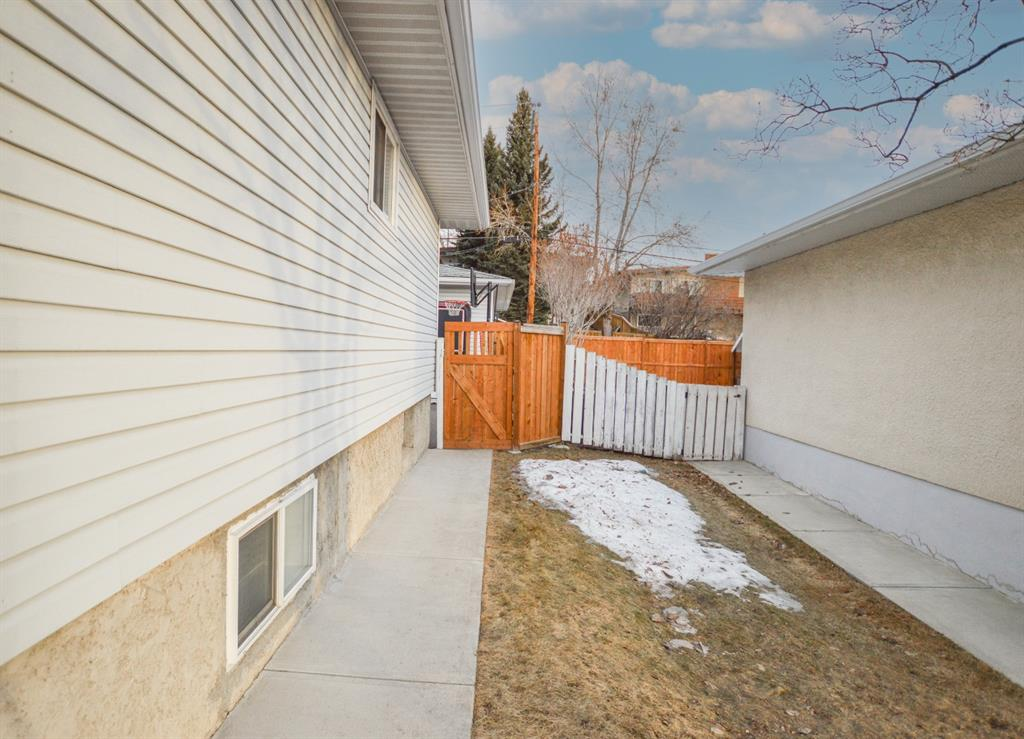 Listing A1057696 - Large Photo # 4
