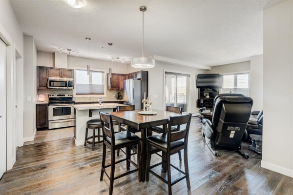 604 East Lake Boulevard NE, Airdrie