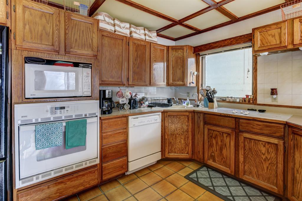 Listing A1072688 - Large Photo # 10