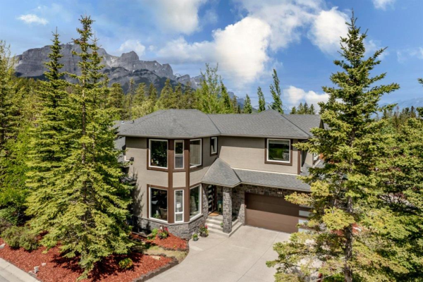 183 McNeill, Canmore