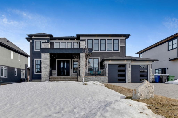 868 East Lakeview Road, Chestermere