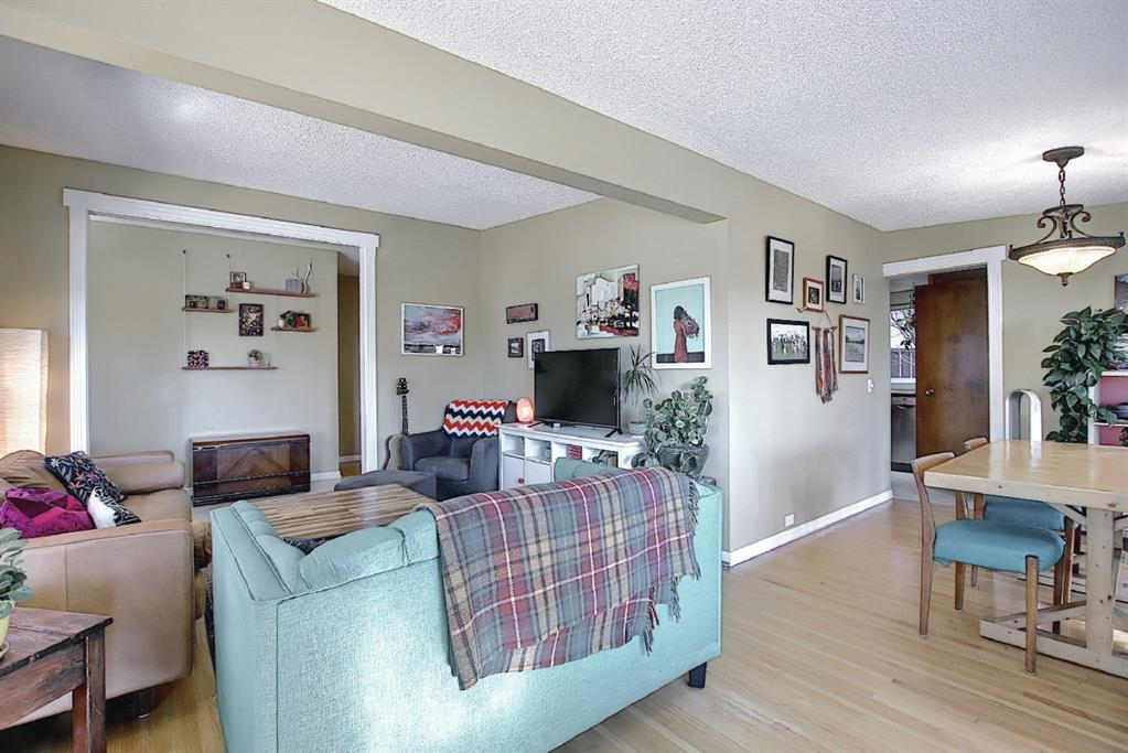 Listing A1083186 - Large Photo # 19